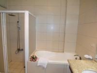 玫瑰園汽車旅館-豪華套房浴室