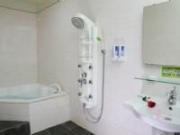 金城客棧-雅緻四人房浴室