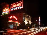 溫馨汽車旅館-外觀夜景