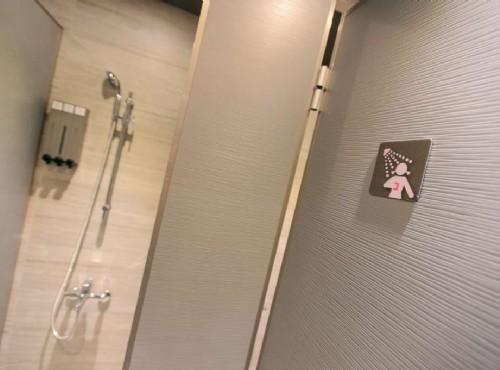 青年旅舍淋浴間