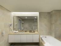 五都大飯店-豪華家庭房衛浴