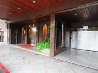 華都飯店-外觀與停車場入口