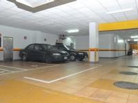 華國商務飯店-室內停車場