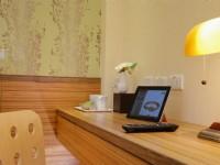 皇品時尚旅店-客房書桌