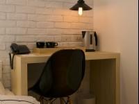約克設計旅店-北歐溫馨四人房-書桌