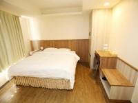 太信大飯店-精緻雙人房-一大床