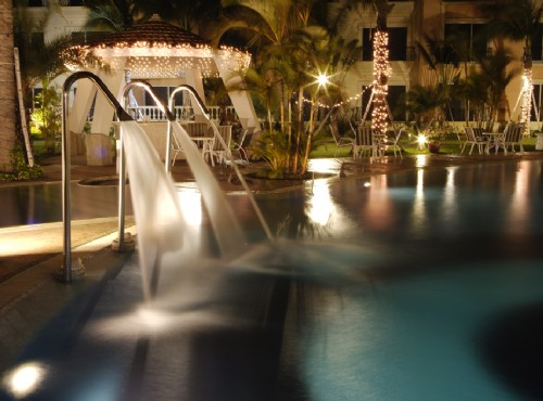 水疗池夜景