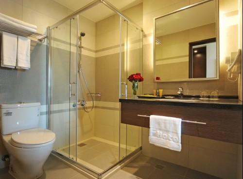 精致二人房浴室
