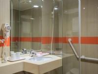 國廣興大飯店-標準四人浴室