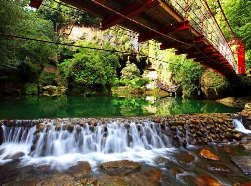 松瀧瀑布小橋流水
