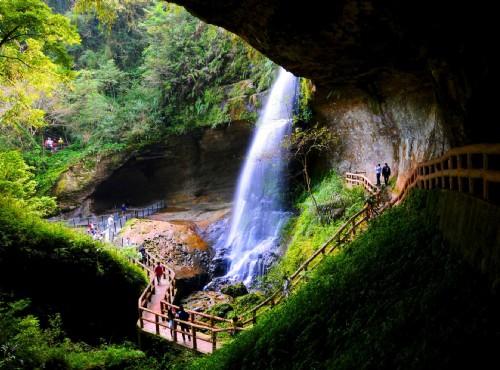 黃金山淞瀧岩瀑布