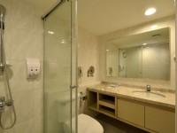 永悅商務大飯店-豪華家庭房浴室