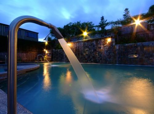 露天山泉游泳池