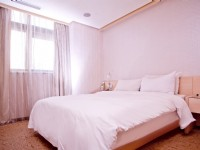 YOMI Hotel-Royal Triple Room