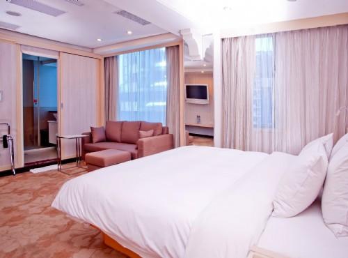 貴賓大床廳房