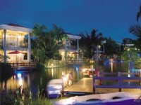 Swan Lake Villa Resort-Night View